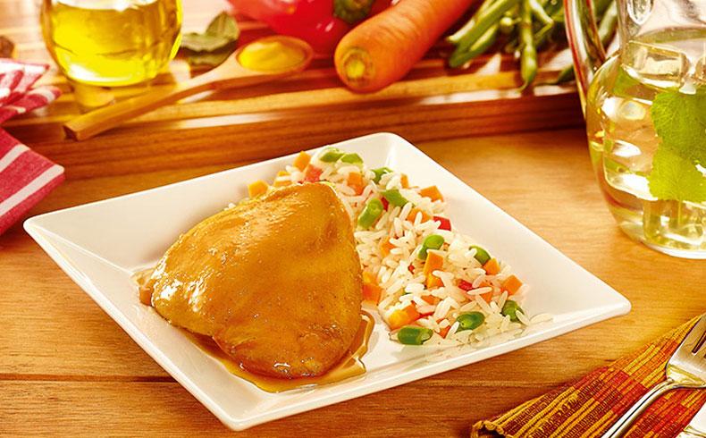 Sobrecoxa assada com mostarda e arroz à grega