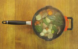 Caldos caseiros e até farofa: aproveite o máximo do frango