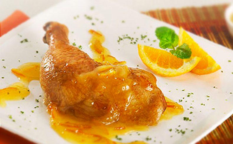 Coxa e sobrecoxa de frango ao molho de laranja