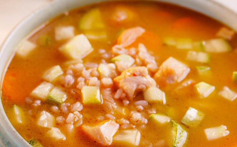 Sopa de frango com cevadinha