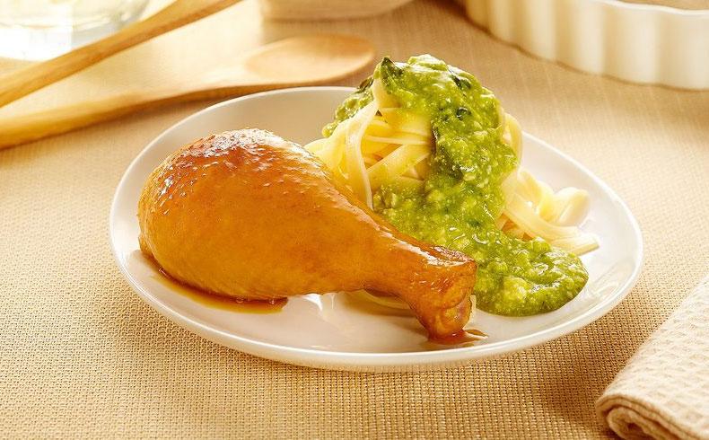 Coxa de frango assada com creme de ricota e espinafre