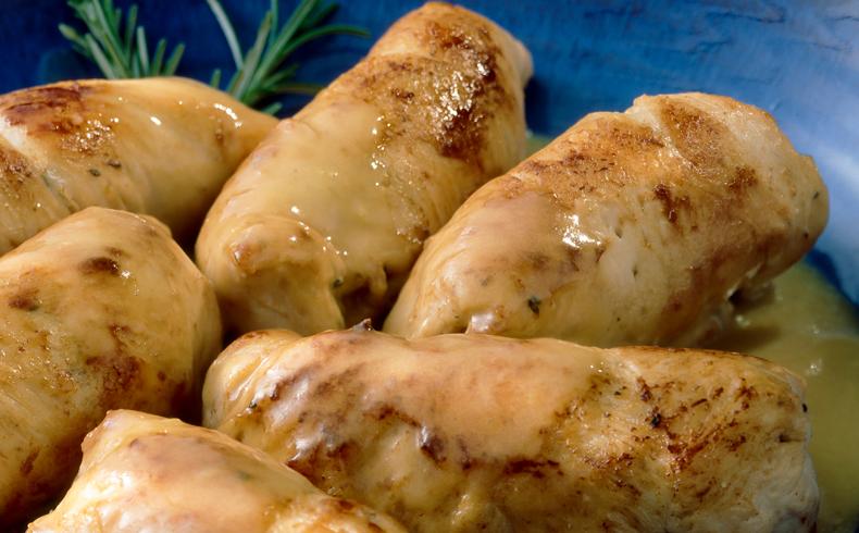 Rollatini di petto di pollo e maiale (Rolinhos de peito de frango recheados com lombo de porco)