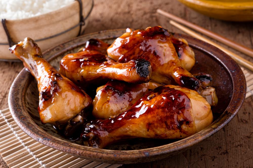 Coxa de frango com molho teriaki e arroz yakimeshi