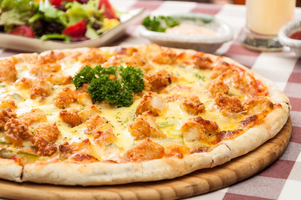 Pizza de frango com catupiry caseira
