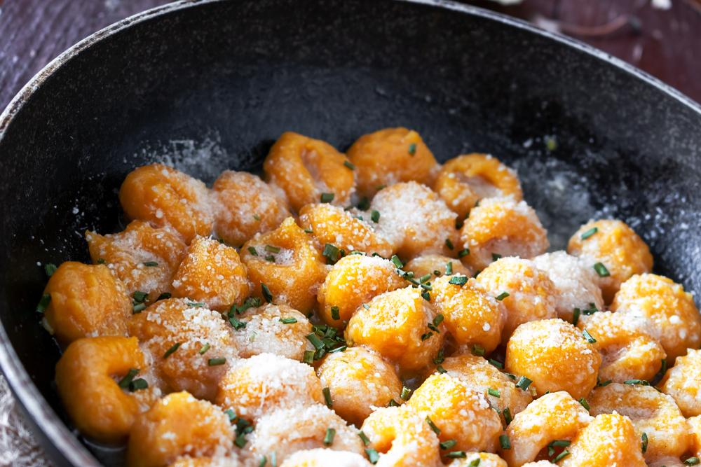 Sobrecoxa de frango Seara DaGranja com nhoque de abóbora ao molho branco