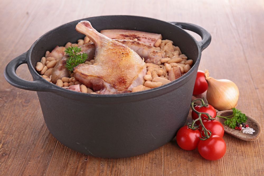 Cassoulet de frango com arroz e farofa de miúdos
