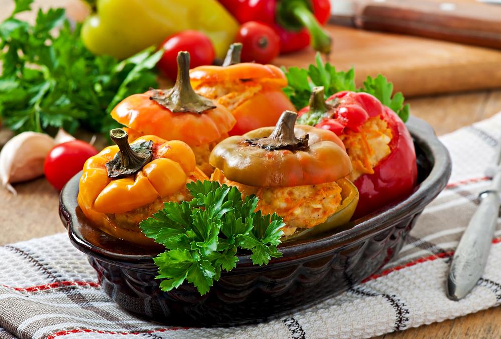 Pimentão recheado com frango e arroz picante