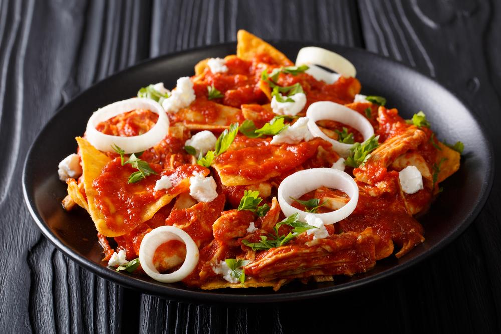 Chilaquiles de frango com feijão mexicano