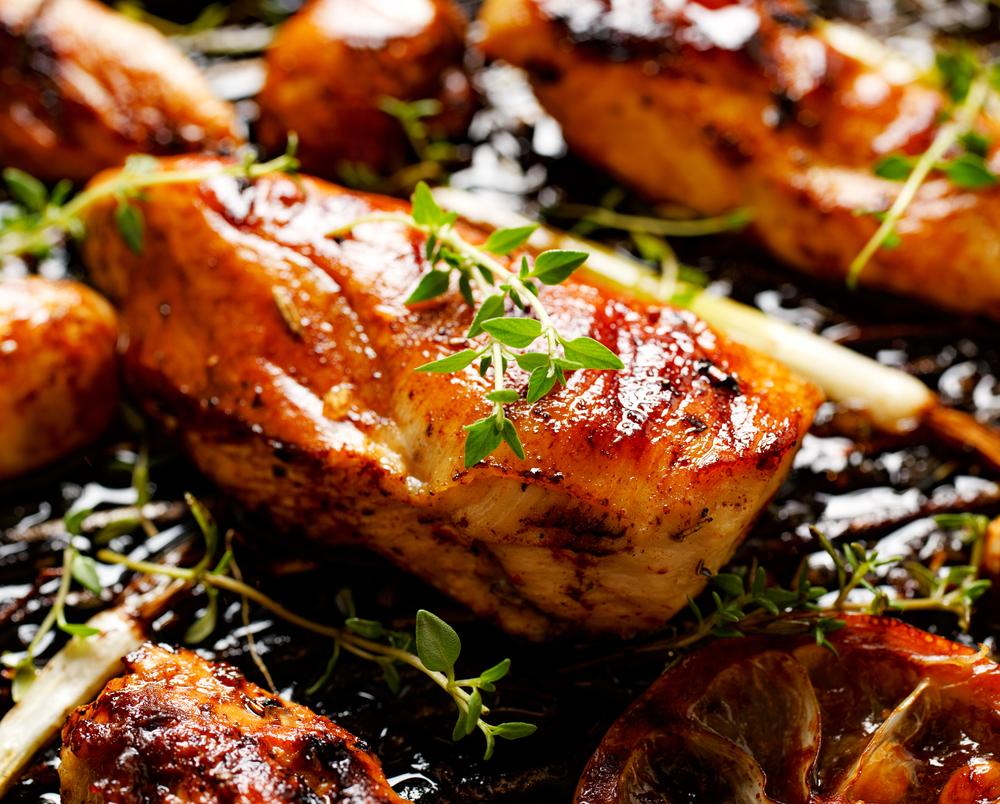 Qual a diferença para o sabor entre marinar ou apenas temperar o frango?